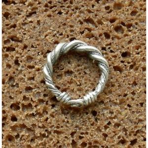 2. Кольцо витое завязанное