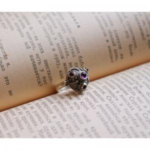 72. Древнерусское кольцо, украшенное зернью и натуральными камня