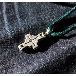 75. Древнерусский крест-мощевик
